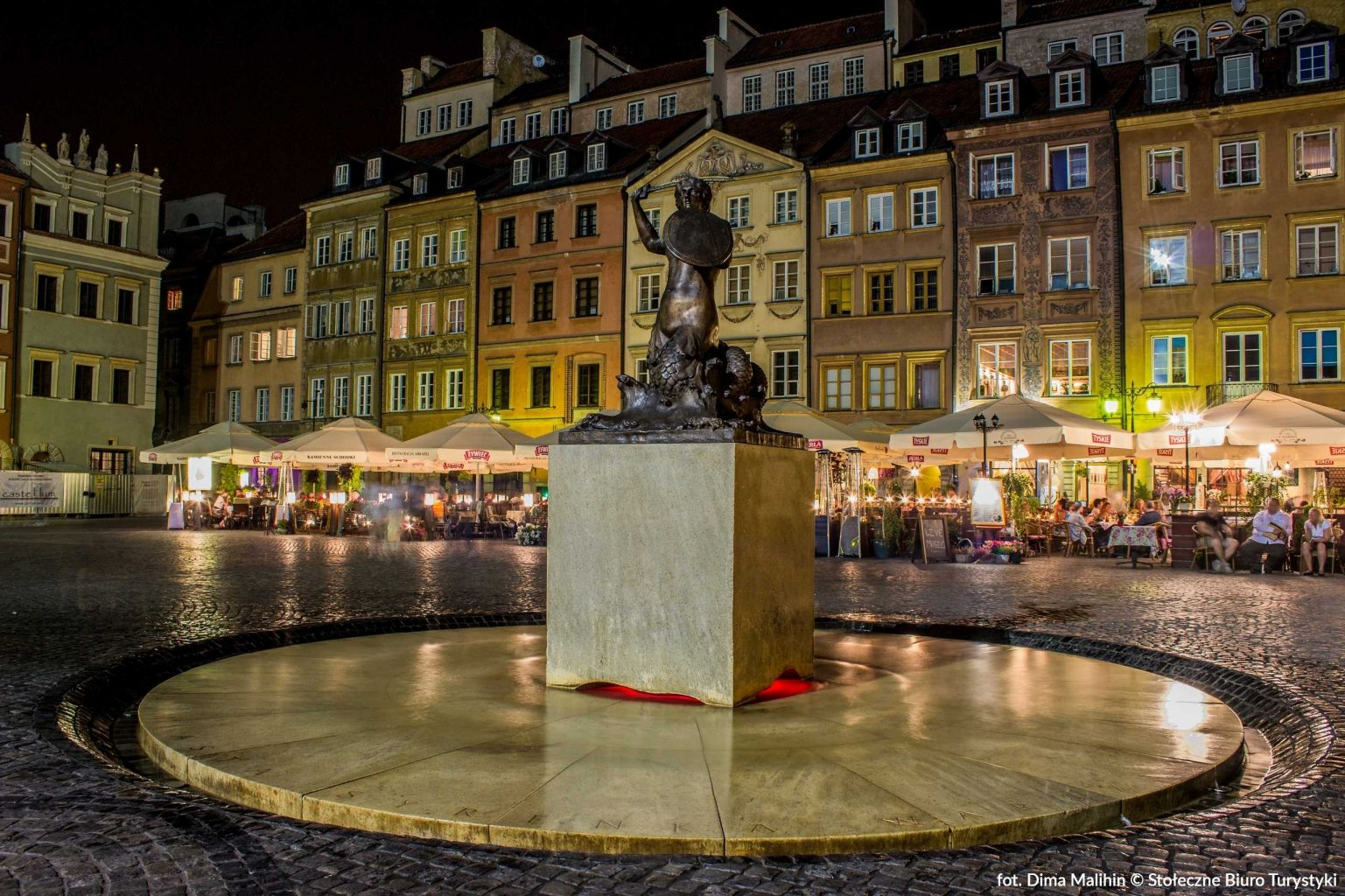 mermaid on the old market square in warsaw