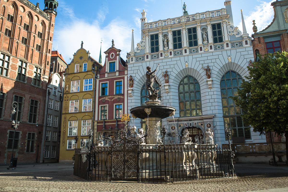 neptun fountain gdansk, artus court in gdansk