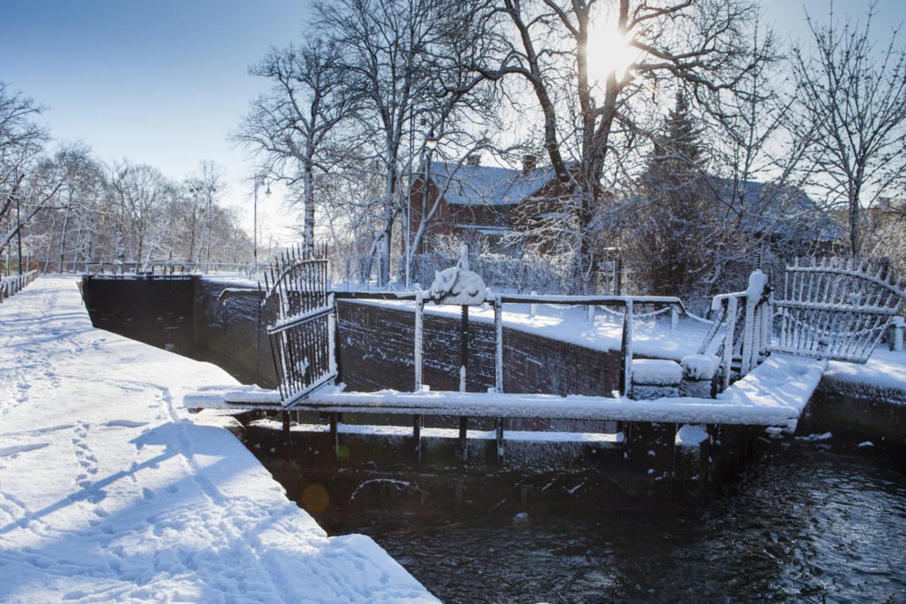 bydgoszcz canal, lock under snow in winter